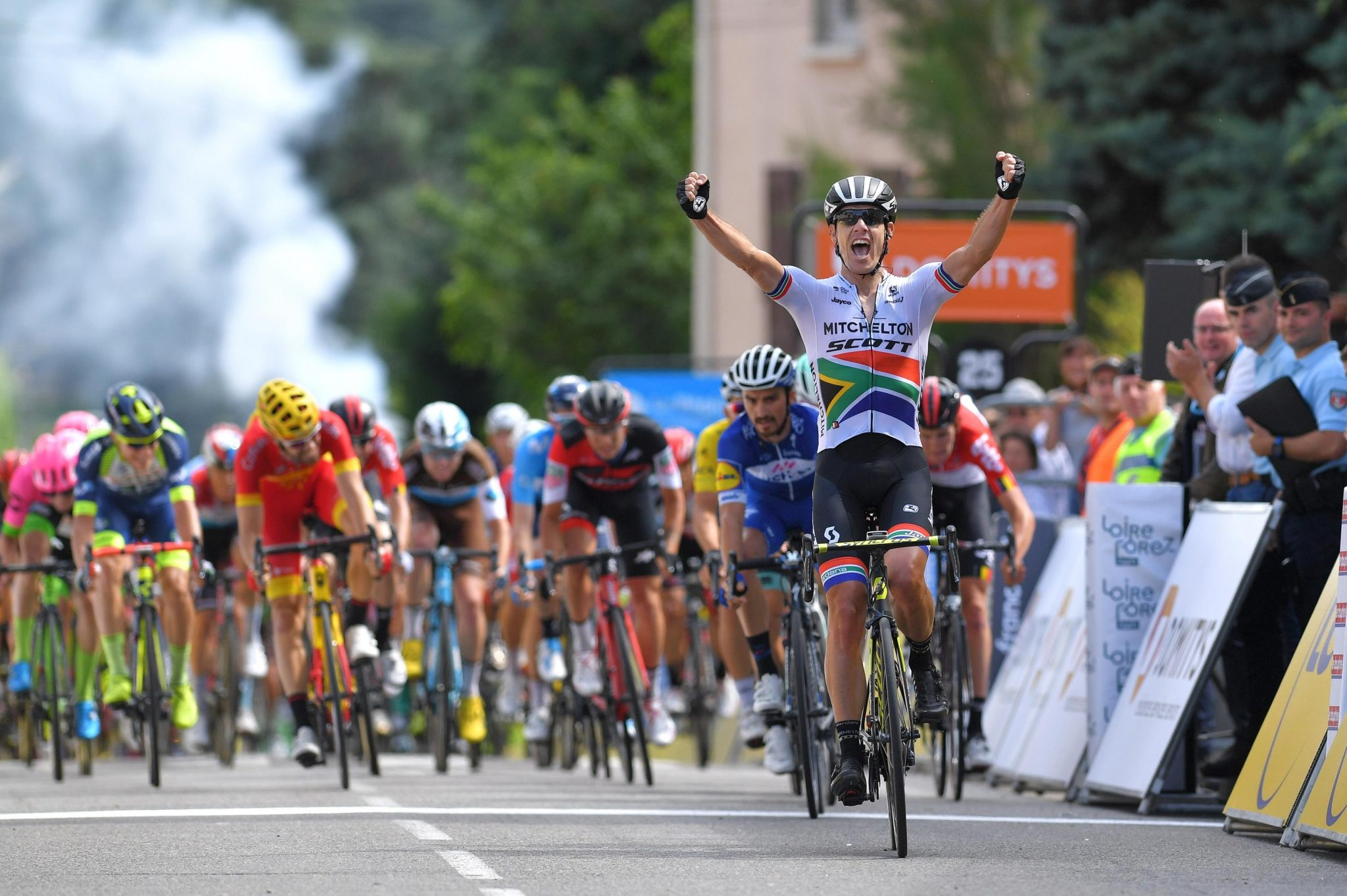 Daryl Impey sprint to victory at Criterium du Dauphine Stage 1 e29a46b0d